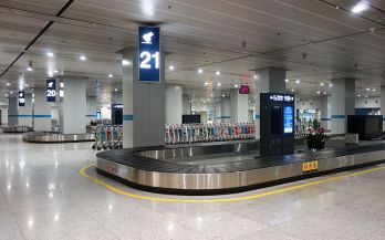 Beijing_Capital_International_Airport_Terminal_1_Baggage_Claim_Hall_20140329