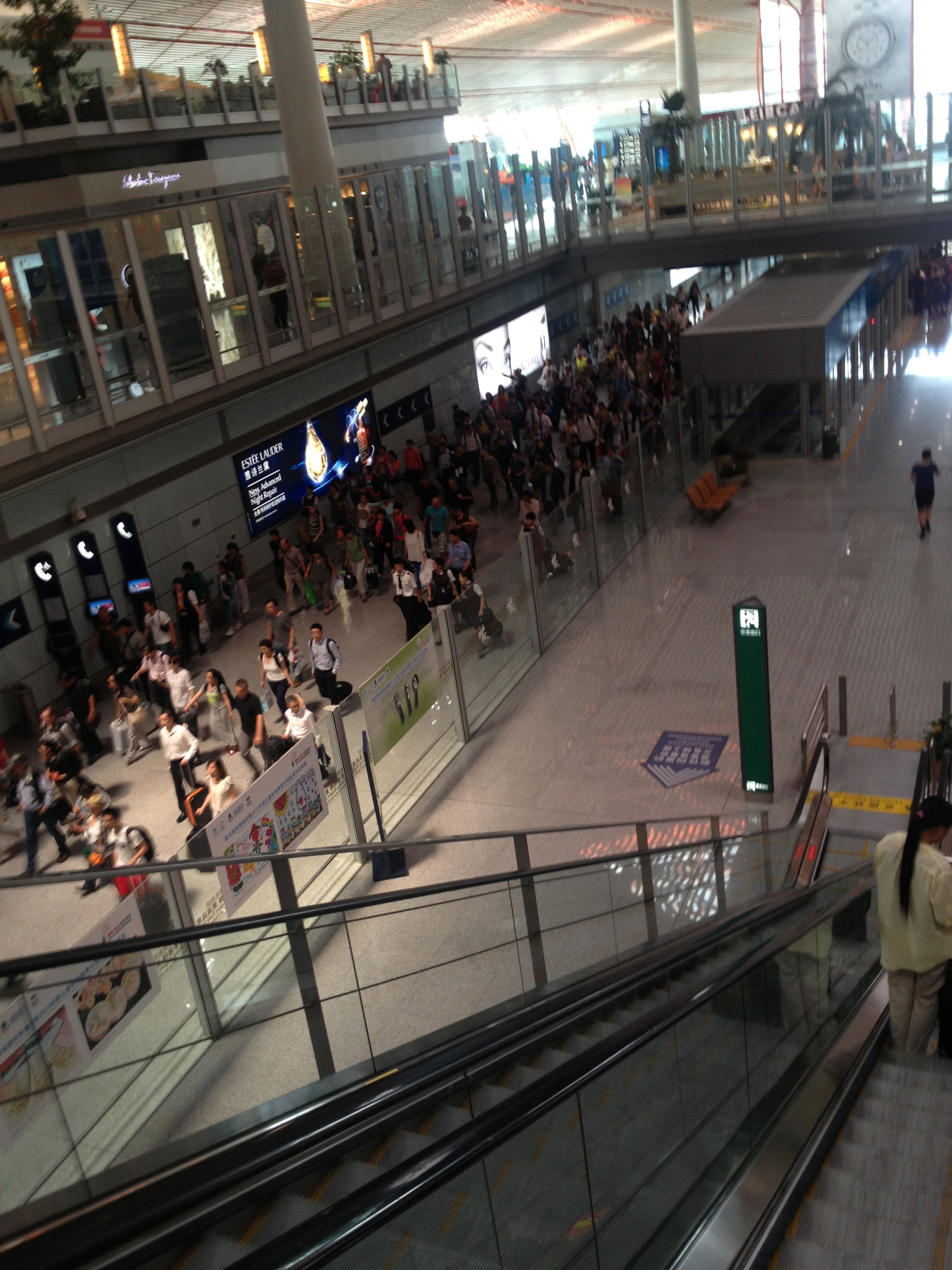 the_crowd_in_the_immigration_passage_of_beijing_capital_international_airport